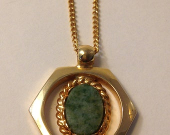 70's Faux GREEN Stone Pendant Necklace / Green & GOLD / Boho  HEXAGON and Stone Chain Pendant Necklace