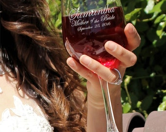 Etched Wine Glasses, Mother of the Bride Groom Wedding Reception Decor Personalized Wine Glasses Set of 2 Bridesmaid Gifts