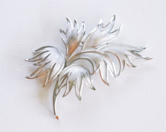 Vintage Crown Trifari Silver Tone Leaf Brooch Pin (B-3-1)