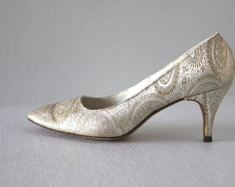 80s vintage metallic pumps / silver and gold sparkle shine, high heels, pointed toe, cloth fabric