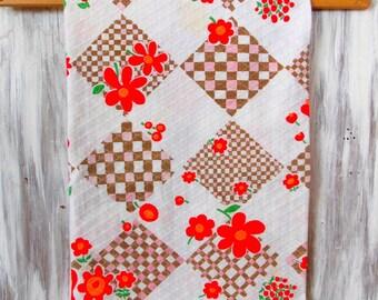 Mini Vintage Tablecloth / Retro Fruits & Flowers / Vintage Kitchen / Linens