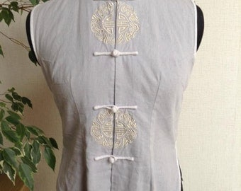 Vintage cheongsam dove grey blouse with contrasting white piping. Free shipping