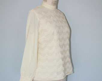 Vintage 1970s Loch Linnhie Lace Blouse / Victorian Scalloped Lace Top
