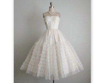 50's Wedding Dress // Vintage 1950s Strapless White Tulle Wedding Dress Gown XS