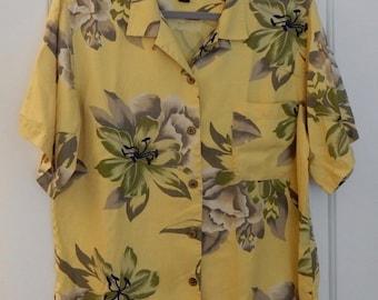 100% Silk TOMMY BAHAMA Yellow Lily Print Hawaiian Shirt Size M