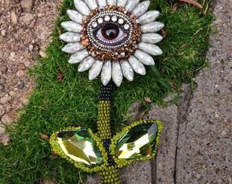 Large Eye Flower Pendant Pin (brown)