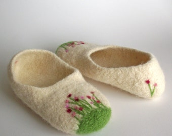 Wool Felted Slippers - Womens Slippers -  Cream / Pink Flower Garden / Spa Slippers / Yoga Slippers / Pretty Pinks / Poppies - MADE TO ORDER