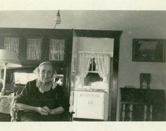 "Vintage Photo ""The Granny Cottage"" Snapshot Antique Photo Old Black & White Photograph Found Paper Ephemera Vernacular - 74"