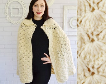 Vintage Cream Knit Cape with Collar and Knit Buttons Size XS to Medium