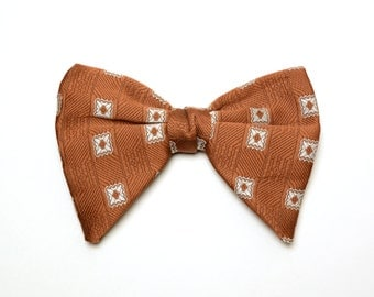 mens vintage bow tie 70s pattern bow tie oversize bowtie rust orange brown 1970 vintage menswear 1970s bow tie