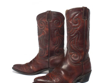 10.5 EE   Men's 1970's Wrangler Pointed Toe Cowboy Boots in Burgundy w/ Western Stitch