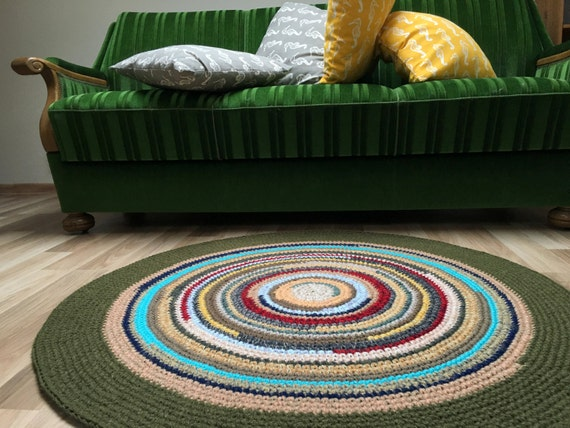 Cute hand crochet wool rug, 42'' in diameter