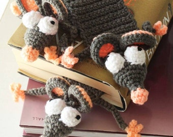 Crochet bookmark, bookworm bookmark, mouse bookmark, book lovers gift, crochet bookworm, grey rat bookmark, amigurumi rat, teacher gift idea
