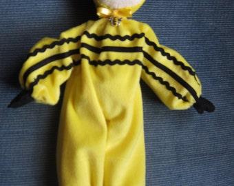 Kawaii Bee Pose Doll Shelf Sitter