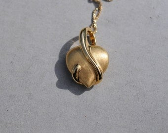 1980s 18k Gold Puffed Heart Necklace