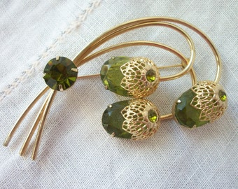 Dazzling ~ Peridot Green Rhinestone ~ Brooch ~ Juliana D & E 'Touch of Elegance' Flower ~ Sarah Coventry ~ Gold tone