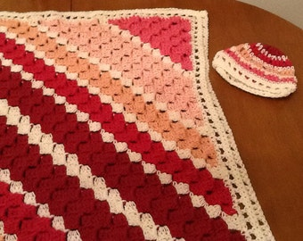 Blanket and hat set in pink diagonal pattern
