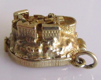 Huge Gold Nuvo Edinburgh Castle and Canon Opening Charm