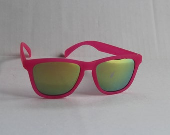 Bright Pink Vintage Wayfarer Sunglasses with holographic oil mirror lens - reflective pastel kitsch sun glasses Wayfarers Sunglasses Unworn