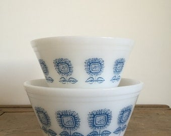 set of two Federal Glass 'Connoisseur' mixing bowls in Blue and White with Sunflower design