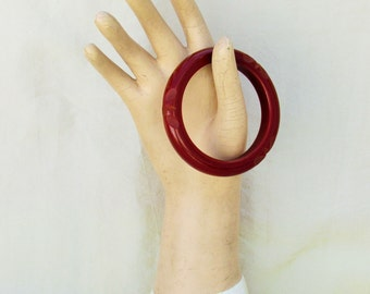 Vintage bakelite bracelet, carved reddish brown bakelite bangle