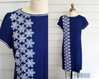1960s blue shift dress with floral embroidery / Small to Medium vintage short sleeve blue shift dress / embroidered flowers / blue and white
