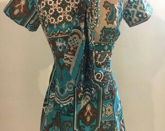 Swingin' '60s bow tie paisley dress