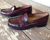 BASS LOAFERS-Size 9M Womens,Weejuns,Penny Loafers,Burgundy Loafers,Preppy Shoes, Hipster Shoes,Leather Loafers,Women's Shoes,Vintage Loafers