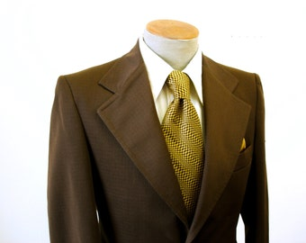 1970s Brown Polyester Suit Jacket Mens Vintage Disco Era Textured Polyester Blazer / Sport Coat by Tony Kent Esquire - Size 38 (MEDIUM)