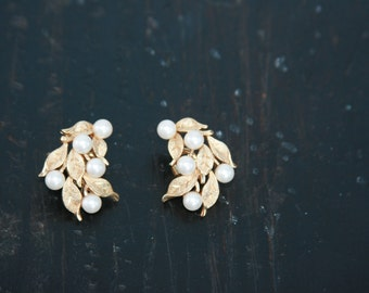 Vintage Trifari Gold and Pearl Clip Earrings  ~ Wedding Jewelry ~ Clip On Earrings