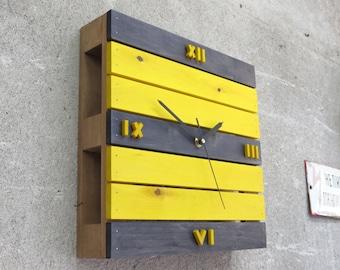 pallet clock etsy. Black Bedroom Furniture Sets. Home Design Ideas
