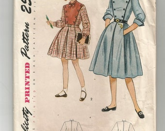 3350 Simplicity Sewing Pattern Girls Dress Pleated Skirt Size 14 32B Vintage 1950s