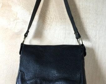 1970s Black Pebbled Leather Handbag Shoulderbag Purse Boho 70s Style