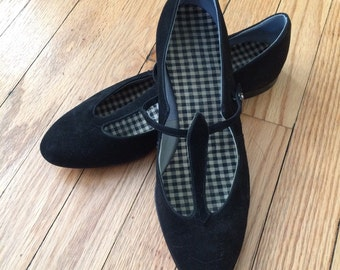Black Velvet 1960's / 1970's Mary Jane Shoes Size 7 1/2 A