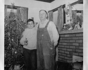 Vintage Photo..Umm..Merry Christmas?, Original Found Photo, Vernacular Photography, American Social History Photo, Old Photo Snapshot