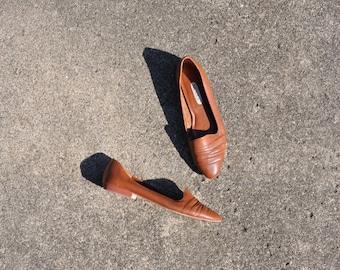 90s minimalist loafers / caramel smoking slippers / brown slip on flats 9