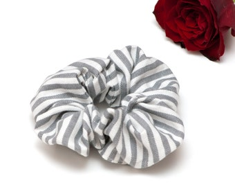 Haar Scrunchie - grijze grijs en wit gestreepte strepen Scrunchie handgemaakte Scrunchy katoen Scrunchie Festival Fashion haaraccessoires