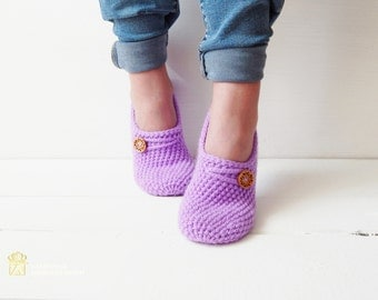 WOMANS SLIPPERS SOCKS. Crochet slippers. Knitted slippers. Home shoes. Hand knit wool slipper socks. Embellished knitted slippers
