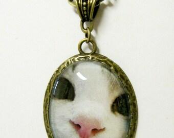 White cat pendant with chain - CAP09-026