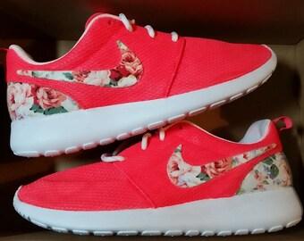 Nike Roshe Run Womens Floral Customs Size 7