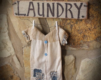 Primitive Distressed Laundry Sign with Pajamas, Tan