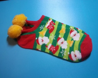 Christmas/Santa, Stockings Pom pom Socks, 1 pr. - shoe sz. 5 to 10 - Tweens, Teens, Adults -  Holiday, Festive Wear