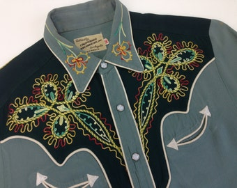 1940'S Western Cowboy Rayon Gabardine Shirt / 2TONE / with Rainbow Colored Chain Stitch Embroidery / Men's Medium to Large
