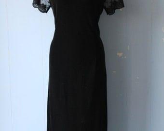 Vintage 90s Black Velvet and Lace Midi Dress/Gatsby