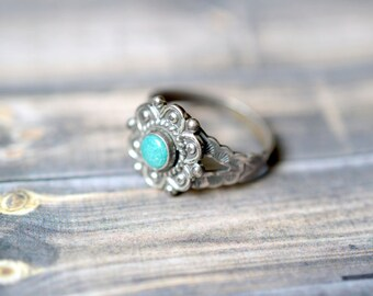 Vintage Sterling Silver Native American Ring with Turquoise Colored Stone