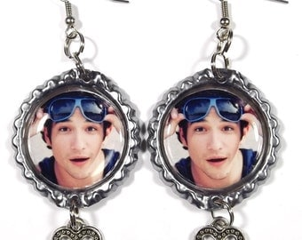 Tyler Posey Earrings - 1 Pair - With Heart Charms