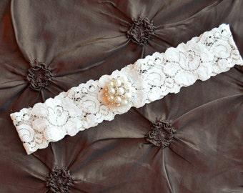 Ivory Wedding Garter, Ivory Bridal Garter, Ivory Lace Garter, Toss Garter, Pearl Garter, Crystal Embellishment, Pearl Wedding Garter