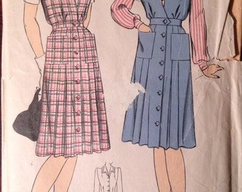 Hollywood Pattern 1307 - 1940s Pointed Collar Blouse and V Neck Button Front Jumper - Size 418 Bust 36
