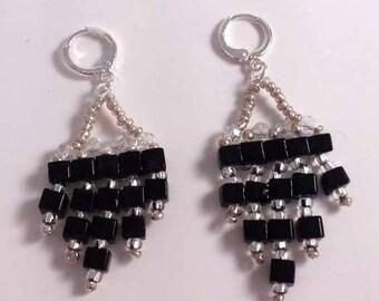 Earrings beaded cubes black