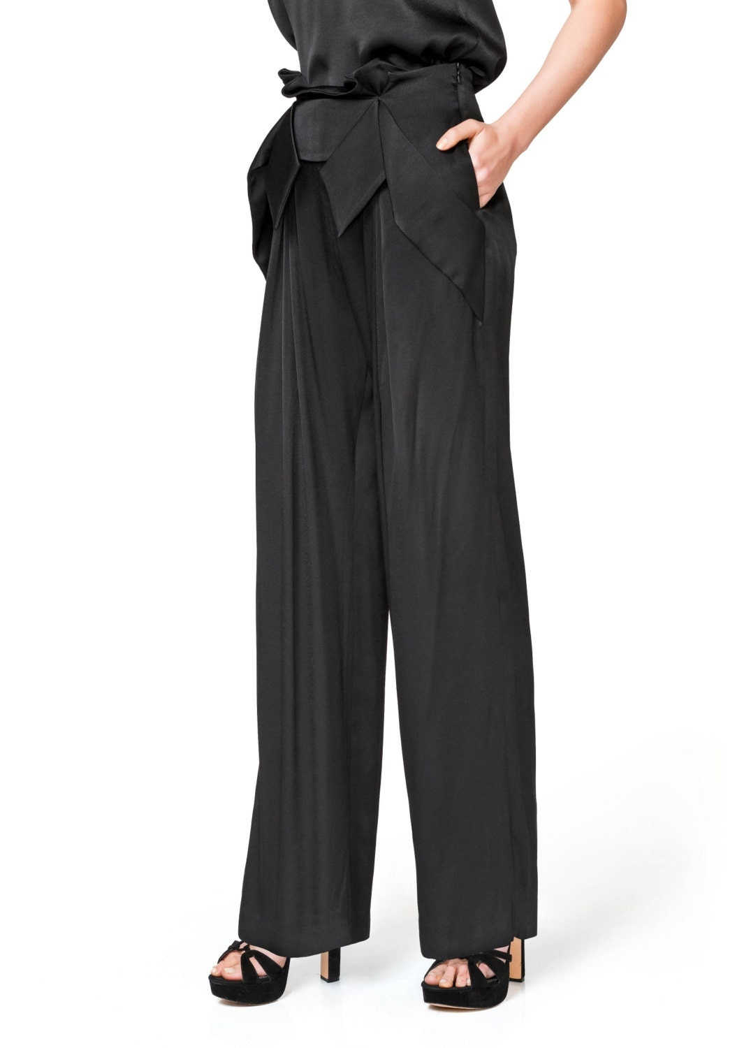 Flattering and hip-skimming, it's no surprise that high waisted pants keep returning to the catwalk. Stay one step ahead of the game with Missguided's super stylish high waisted pants and shop the exclusive range today. Plus Size Black High Waisted Tie Waist Trousers $ Black Wide Leg Check Trousers $